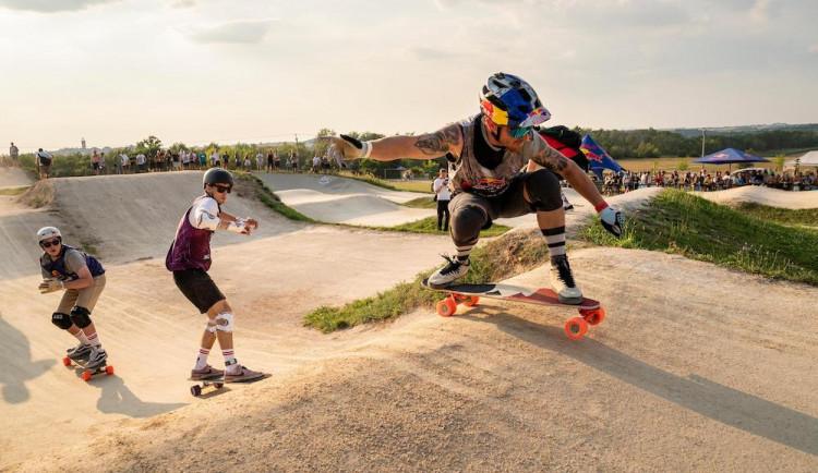 Longboardový závod Red Bull Feel the Wheel vyhrál snowboardcrossař Bruno Tatarko