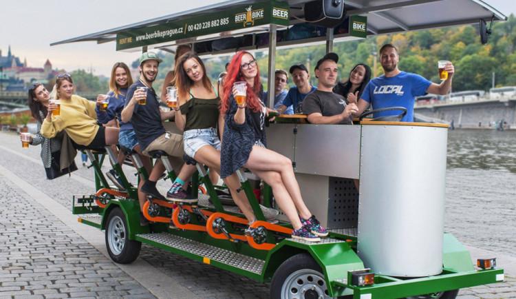 Od soboty se do Prahy budou moci vrátit pivní kola