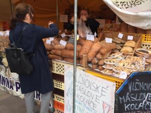 Praha 12 hledá provozovatele trhů na Sofijském náměstí