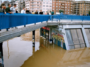 FOTO, VIDEO: Chaos, miliardové škody i utopené soupravy. Takhle před osmnácti lety vypadalo pražské metro