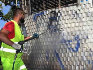 FOTO: Práce v Čelakovského sadech pokračují. Chystá se instalace kamerového systému