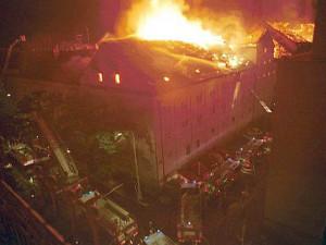 FOTO: Před 20 lety vyhořel pivovar v pražské Korunní ulici