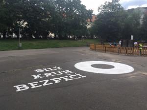 Na Karlově náměstí bude k vidění logo Bílého kruhu bezpečí. Má upozornit na oběti kriminality