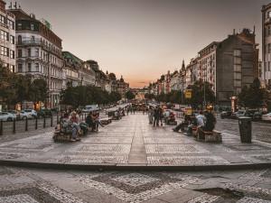 V Praze opět stoupla nezaměstnanost. O práci přicházejí dělníci i číšníci a servírky