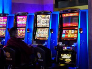 Konec herních automatů v Praze. Jejich zákaz dnes schválili zastupitelé