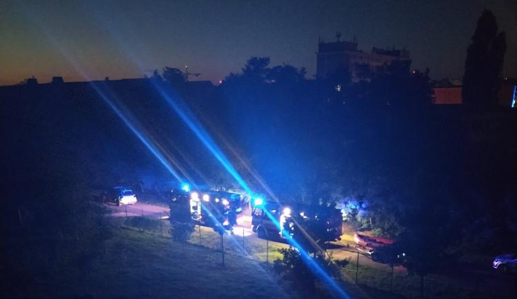 Opilý muž skočil do pražského rybníka. Jeho mrtvé tělo našli až potápěči