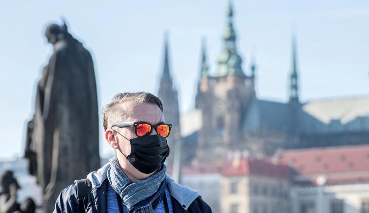 V Praze budou od pondělí povinné roušky nad 100 lidí i na venkovních hromadných akcích