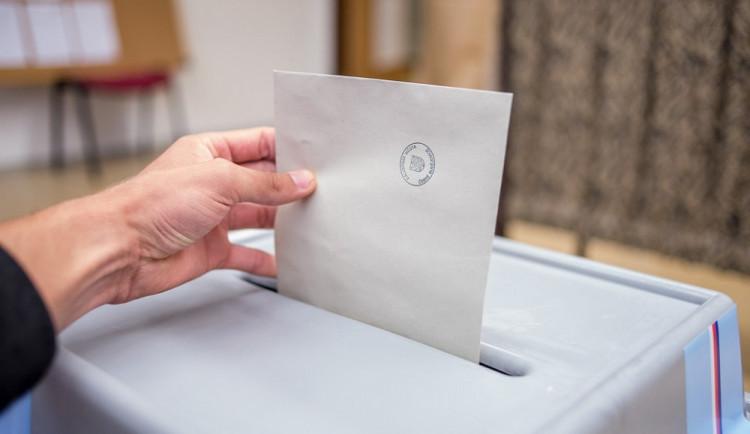 Lidé v karanténě budou moct volit na drive-in místech nebo z domu