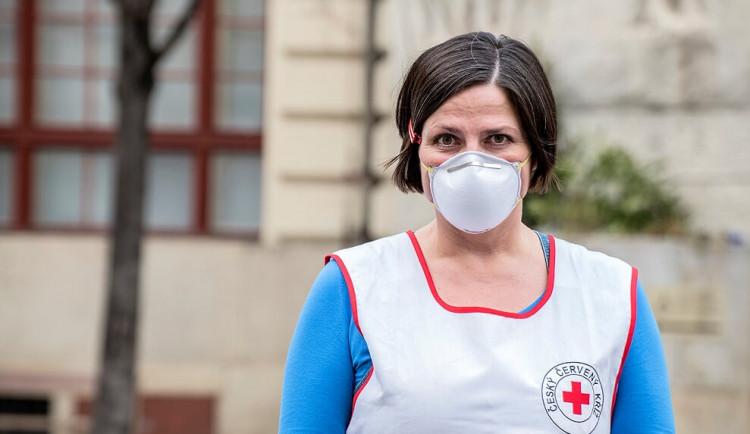 Od dnešních 18 hodin platí v Praze zákaz návštěv v nemocnicích a sociálních zařízeních