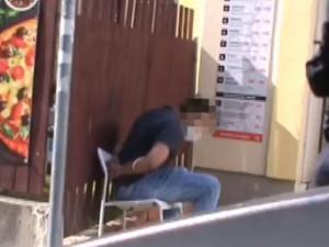 VIDEO: O jeho dceři řekli, že je kur*a, tak rozbil vitrínu u občerstvení. Pak nadýchal téměř tři promile