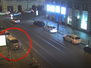 VIDEO: Řidič, který byl pod vlivem alkoholu, znovu nasedl do auta. Strážníci jej zastavili i podruhé