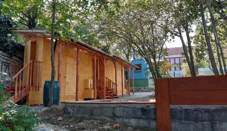 FOTO: V Praze 7 se otevřela první obecní lesní školka, do které může chodit až 20 dětí