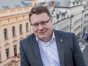 """""""Koronavirus porazím také pozitivní myslí,"""" říká Petr Hejma, starosta Prahy 1"""