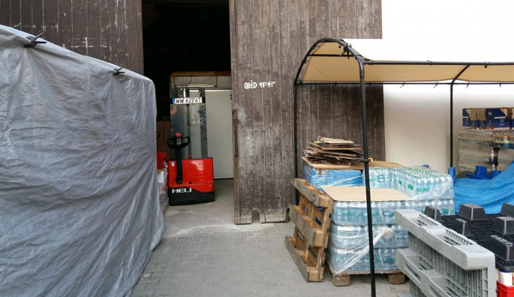 Inspekce odhalila v Praze 4 nelegální sklad s více než patnácti tunami potravin