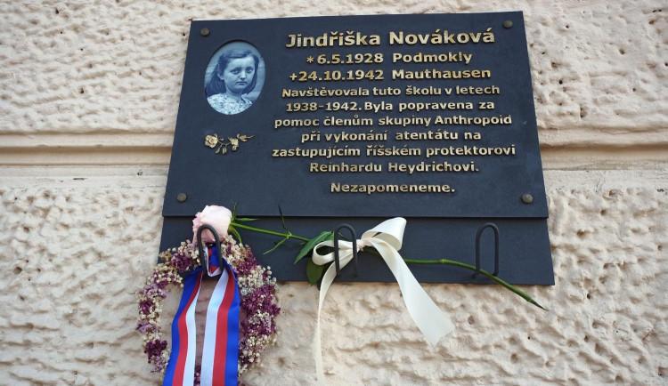 Jindřiška Nováková, nejmladší popravená žena v Mauthausenu, má novou pamětní desku