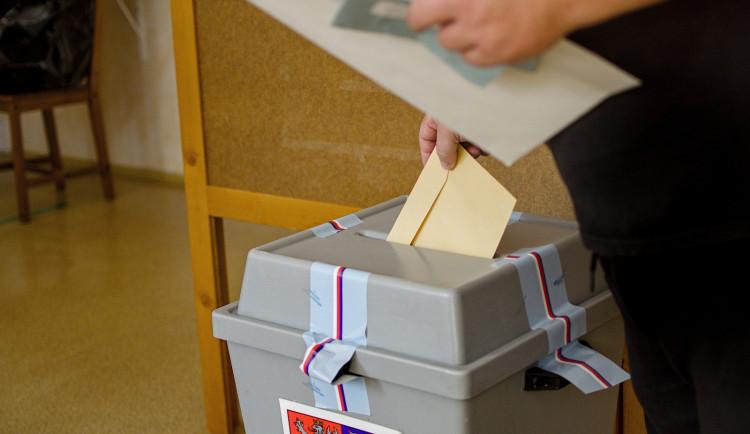 VOLBY 2020: První den voleb je u konce. Volit přišel prezident Zeman i lídři politických stran