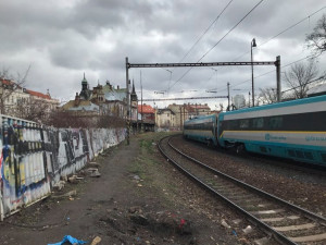 Tragédie na železnici. Rychlík pod Vyšehradem dnes ráno srazil a usmrtil muže