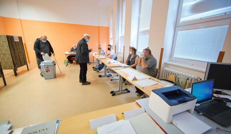 VOLBY 2020: V Česku začal druhý den voleb. Lidé mohou přijít k urnám do 14 hodin