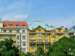 Byty v Praze nikdy nebyly dražší, ale stále je po nich poptávka, říká realitní makléř