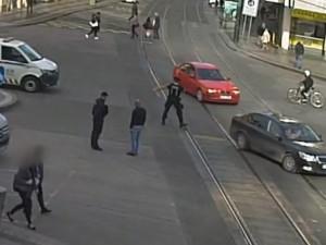 VIDEO: Strážníci v centru Prahy ve stejný den zadrželi dva řidiče se zákazem řízení