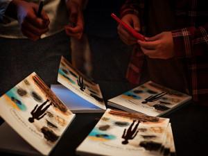 FOTO: Žáci ze ZŠ Karla Čapka pokřtili svou novou knihu Střípky vyprávění. Pracovali na ní dva roky