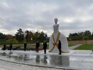 VIDEO: Člověče, nezlob se! nebo šachová figurka? V Praze byla odhalena socha Marie Terezie