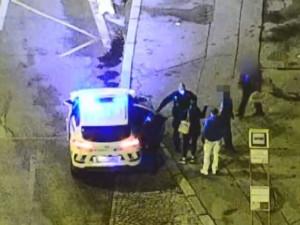 VIDEO: Pražští strážníci řešili rvačku dvou mužů. Jeden nadýchal dvě promile, druhý skončil v nemocnici