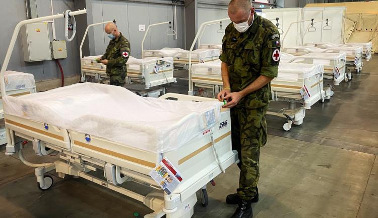 FOTO: Záložní nemocnice v Letňanech je hotová. V případě potřeby nabídne pět set lůžek pro nemocné koronavirem