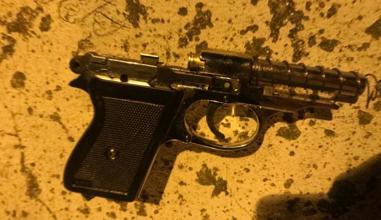 VIDEO: Policisté zatkli muže, který v Praze 4 střílel z plynové pistole. Hrozí mu až dva roky vězení
