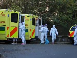 VIDEO: Ze Zlínského kraje do Motola dnes sanitky převezly pět pacientů s koronavirem