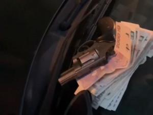 VIDEO: Policisté zastavili během dvou dnů dvě auta plná drog. Našli i pistoli