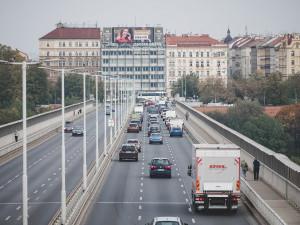 Praha zpřísní vjezd nákladních aut. Centrum bude od července 2022 zcela bez neekologických nákladních aut