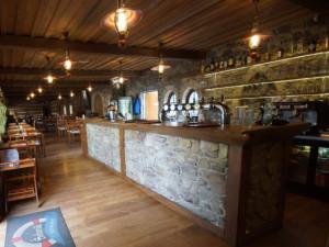 Pražská restaurace přes zákaz otevřela a točila pivo za korunu. Policie rozdala pokuty