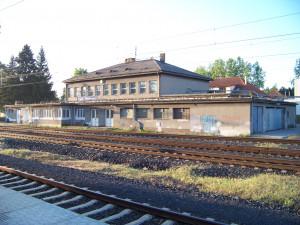 AKTUÁLNĚ: V Běchovicích srazil ráno vlak muže. Ten na místě zemřel