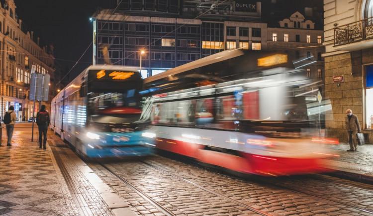 Muž na Andělu nakopl tramvaj a kolemjdoucí ženu. Chtělo se mi, hájil své jednání