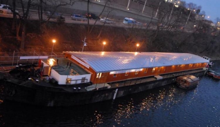 K lodi Hermes se od května přidá další plavidlo, které bude určené jako nízkoprahové denní centrum pro lidi na ulici