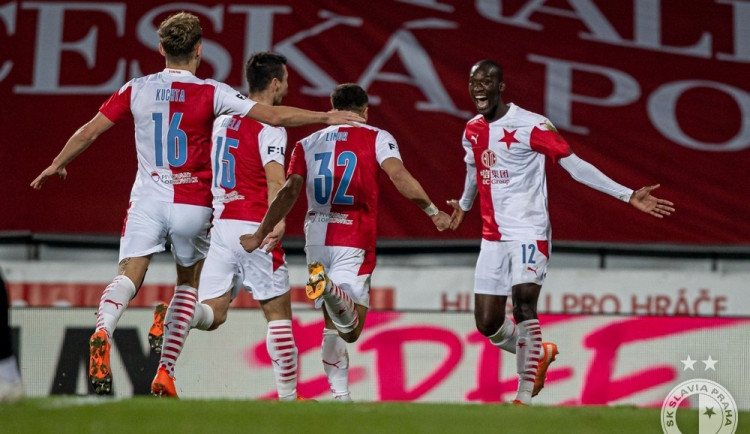 Pohádka jménem Sima pokračuje. Slavia v derby porazila Spartu 3:0 a ligu vede o pět bodů