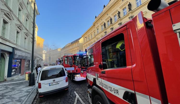 FOTO, VIDEO: Požár elektra v Praze způsobil škodu za několik milionů korun