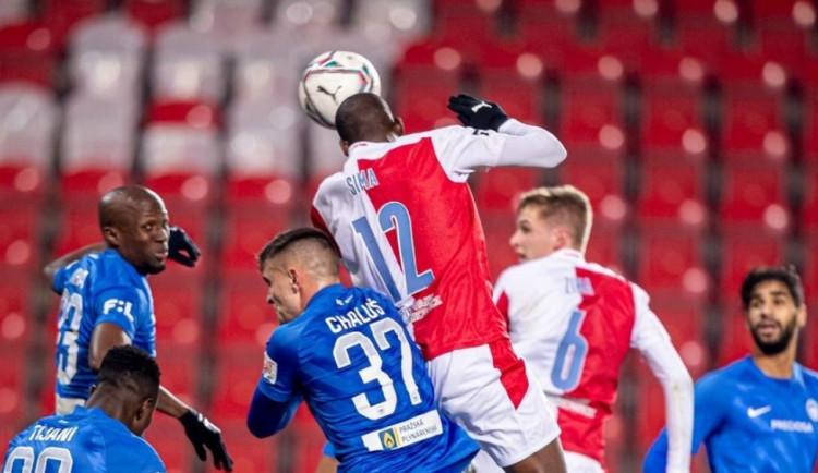 Slavia porazila Liberec 3:0, dva góly vstřelil Sima. Sparta vyhrála na Slovácku a je druhá
