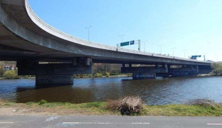 Oprava Barrandovského mostu je přerušena. Práce začnou zase koncem února