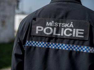 Pražští strážníci zachránili život opilému muži, který při kontrole přestal dýchat