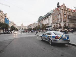 Agresivní řidič, který u Prahy najížděl na auto rodiny s dětmi, půjde sedět na šest let