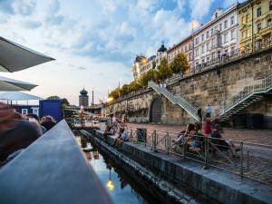Pražské náplavky dostanou svou vlastní turistickou známku. Prodávat ji budou přímo převozníci