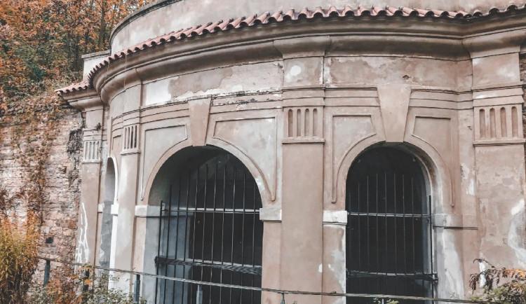 Sala terrena, jejíž původ není dodnes jasný, je poslední dochovanou barokní stavbou v usedlosti Popelka