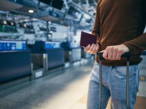 Od dnešního poledne nesmí do Česka přiletět žádné letadlo z Velké Británie