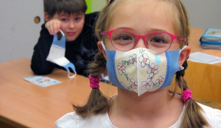 V Praze se od pondělí znovu otevřou školy pro děti zdravotníků