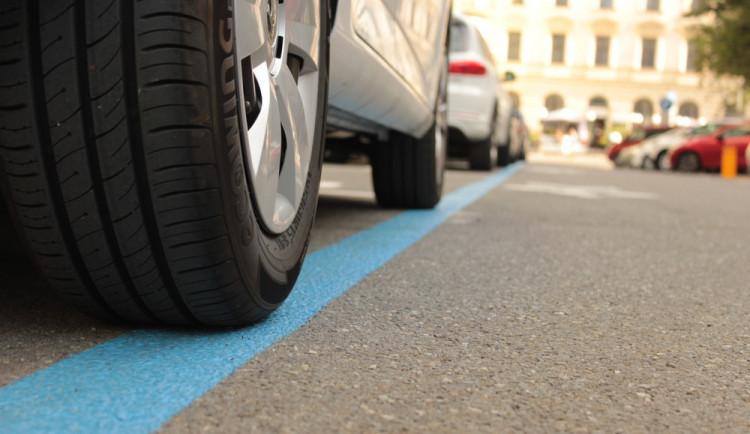 Další rozšíření parkovacích zón je tu. Ode dneška platí v další části Prahy 5
