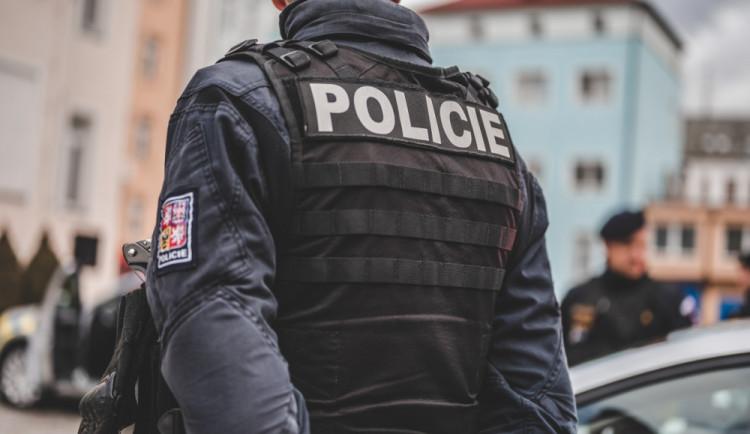 Pražský policista je obžalovaný z korupce. Může jít až na dvanáct let do vězení
