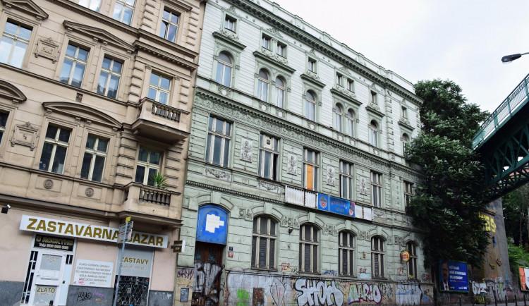 Nový Dům tance? Chátrající Žižkovské lázně by se mohly stát moderním komunitním centrem s kavárnou i wellness