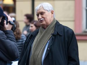 Jiří Dienstbier byl nepřehlédnutelnou postavou disentu i politiky ČR. Od jeho smrti uplynulo deset let